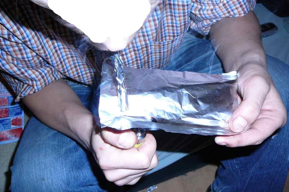 Frauen rauchen Crack nackt auf real